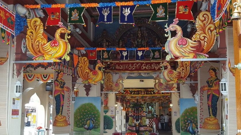 Taipei market w gods